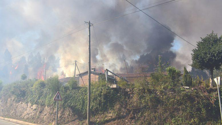 Incêndio de Gondomar continua com duas frentes ativas